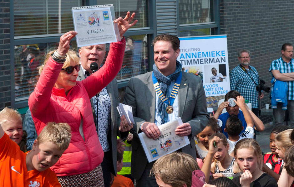 Koningsdag Sponsorloop georganiseerd door basisschool De Windwijzer